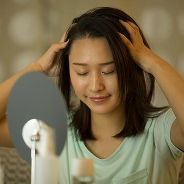 後頭部が薄いかも…女性の薄毛の原因と対策