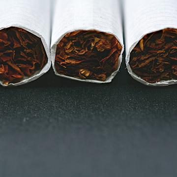 喫煙者は薄くなりやすい?タバコと薄毛の関係性とは