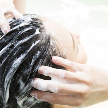 抜け毛が気になる!薄毛対策に効果的なシャンプーの選び方