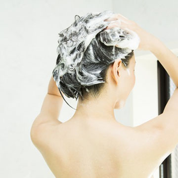 シャンプーしながら抜け毛対策!正しいマッサージの方法とその効果