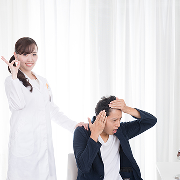 くせ毛の人は薄くなりやすい?髪質と薄毛の関係とは