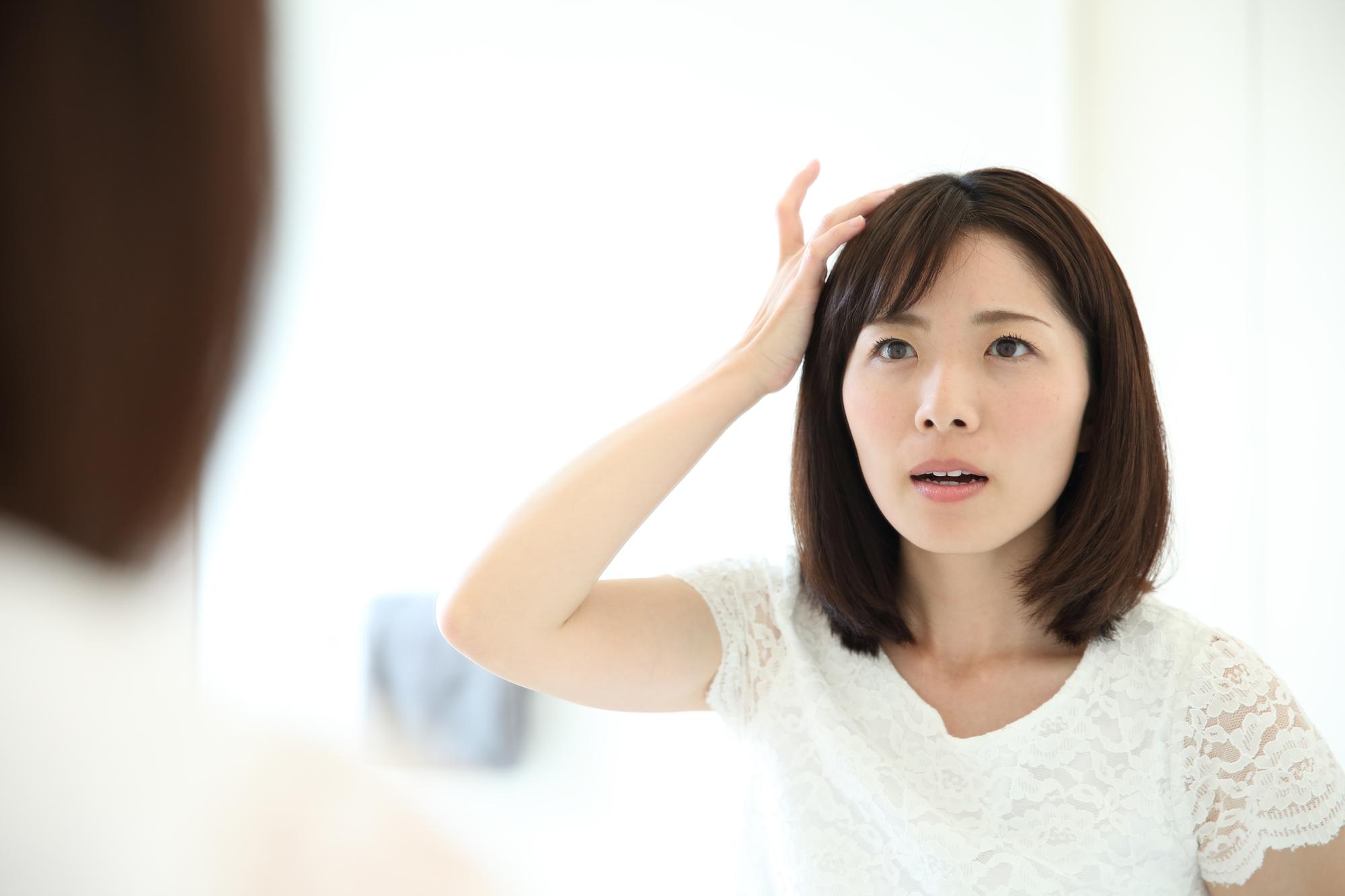 前髪の抜け毛 薄毛が気になる 女性の薄毛の原因と対策 薄毛対策室
