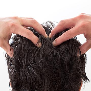 頭皮の皮脂は抜け毛の原因になる?適切な対策方法まとめ