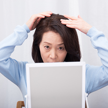 20代でも要注意!分け目の薄い女性が増えているのはなぜ?