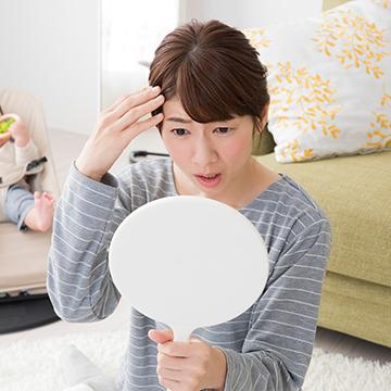 生え際がどんどん薄くなる…女性の抜け毛の原因