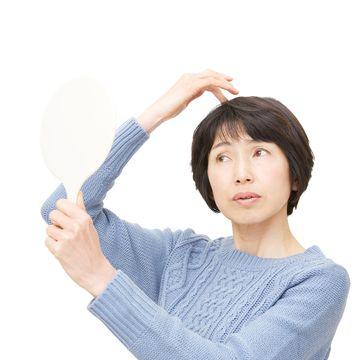 女性に多い薄毛とは?びまん性脱毛症の一般的な症状や原因を解説