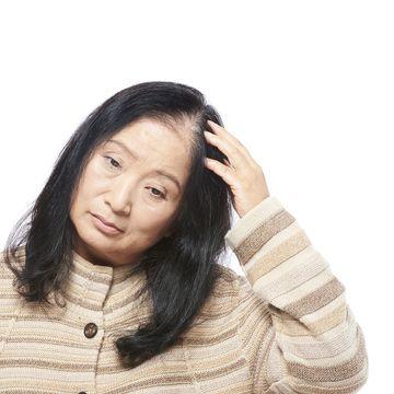 髪の毛が細くなったと感じたら?髪にハリやコシを取り戻す方法