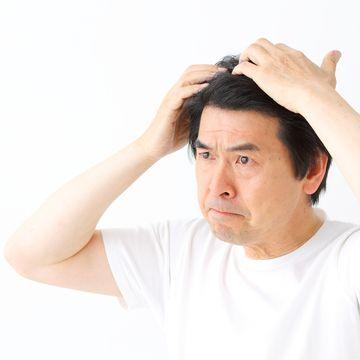 前髪の抜け毛はAGAの兆候?考えられる原因と予防方法とは?