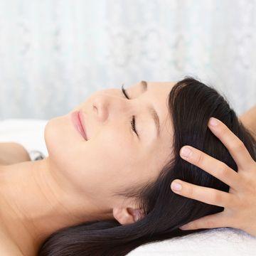 頭皮が硬いと薄毛につながる?硬くなる原因と柔らかくする方法とは?