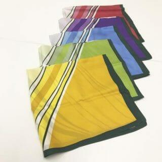サロンスタッフのスカーフの色の謎?!